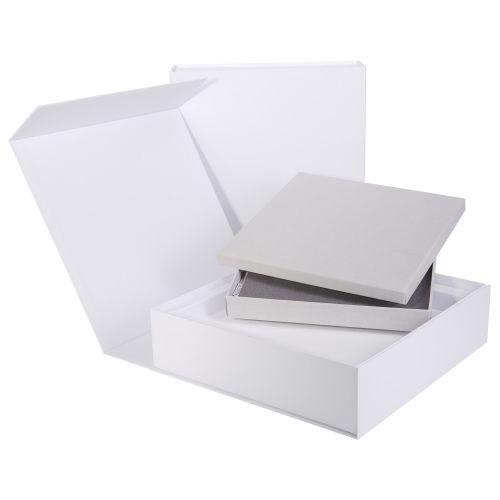 Magnetklappbox, mit Schaum- und Wellpappeinleger