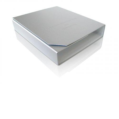 Ordnerbox offen in Metalloptik, Prägung und abgeschrägter Ecke